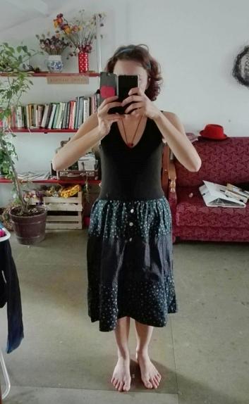 Aš su šia suknele